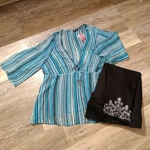 Size 26/28 sheer vneck blouse NWT